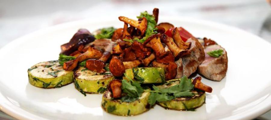 Ароматная телятина с грибами и овощами