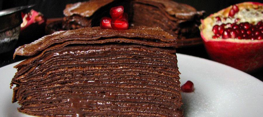Шоколадный блинный торт с кремом из «Нутеллы»