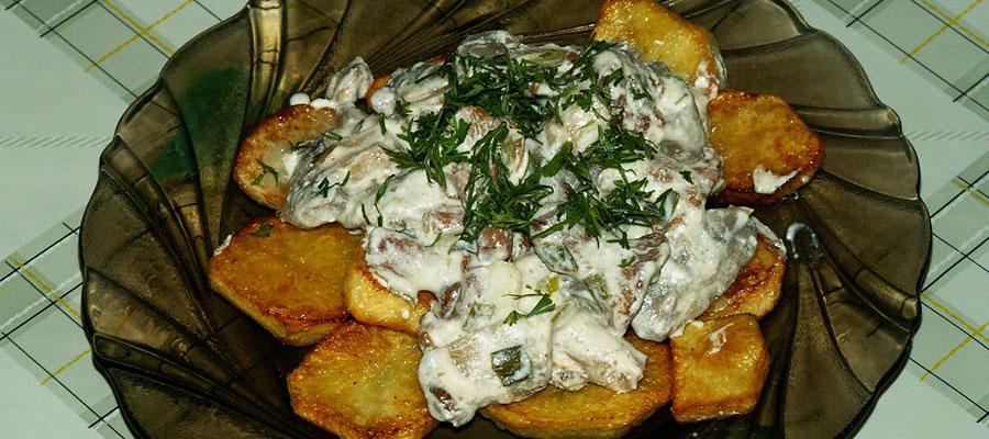 Опята с картошкой в сметане