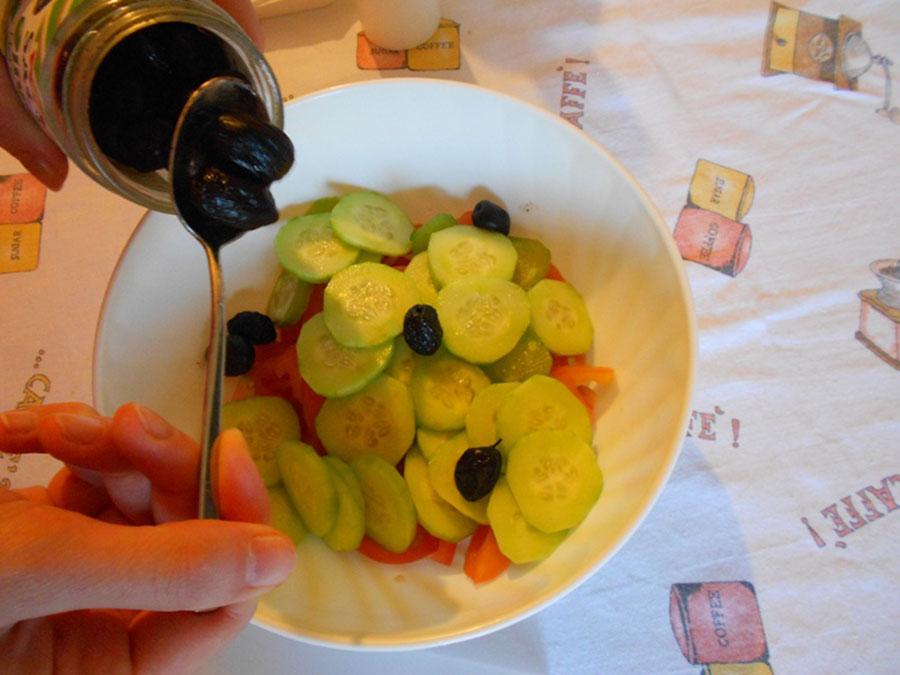 добавить оливки в греческий салат silady.ru