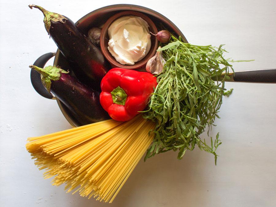 ингредиенты для спагетти в сливочном соусе с овощами | silady.ru