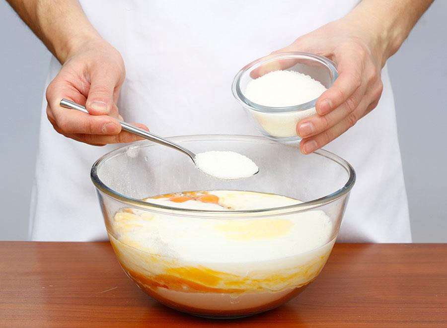 Добавьте растопленное сливочное масло и сахар | silady.ru